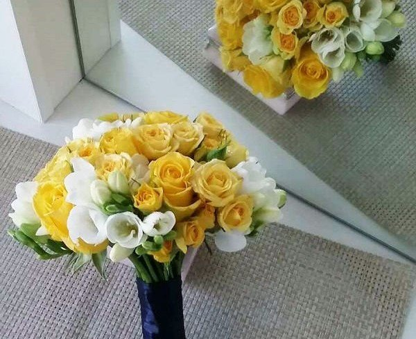 Buchetul Miresei 2602 Din Trandafiri Galbene Trandafiri De Tufă și